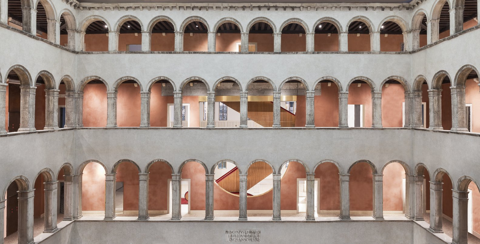 Fondaco dei Tedeschi - Architectural Stairs